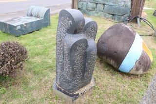 石彫 芽吹き 黒御影400×400×H900