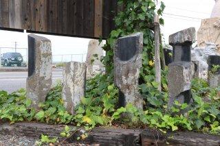 六方石(様々な意識の断片)Ф200〜300×H500〜1000�