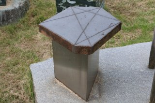 六方石石彫いす(三角)300×300×H400