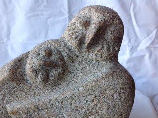 彫刻「フクロウ(母子)」250×180×H250 御影石