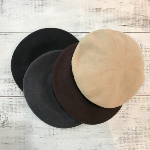 <img class='new_mark_img1' src='https://img.shop-pro.jp/img/new/icons23.gif' style='border:none;display:inline;margin:0px;padding:0px;width:auto;' />Classic color wool beret