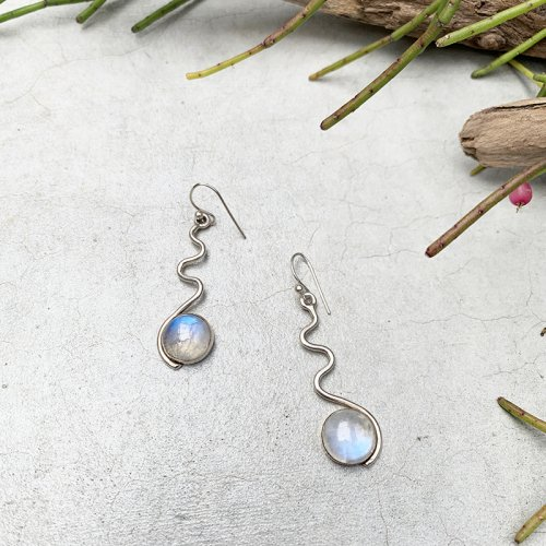 Moonstone Wave Silver Erring