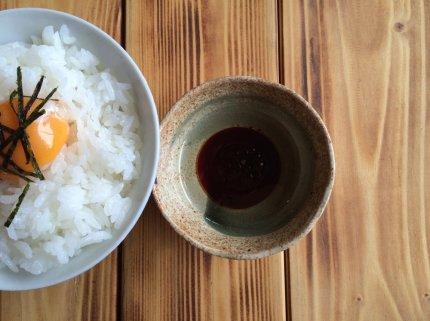 朝ごはん♪TKGに米油ガーリックオイル