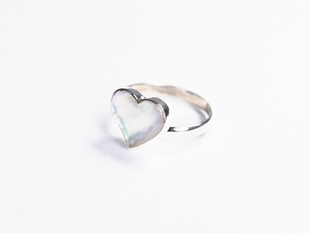<img class='new_mark_img1' src='//img.shop-pro.jp/img/new/icons47.gif' style='border:none;display:inline;margin:0px;padding:0px;width:auto;' />【限定】handmade white shell ring