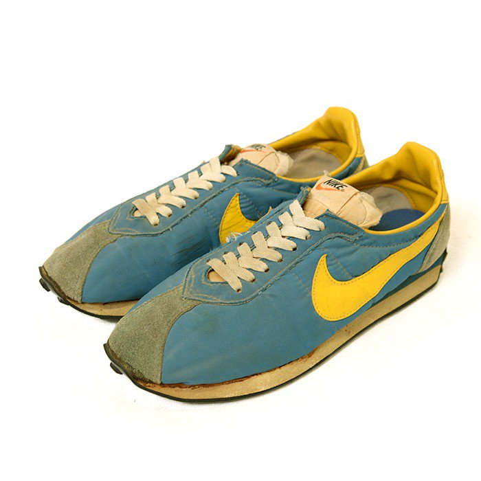 NIKE WAFFLE TRAINER RUNNING SHOES