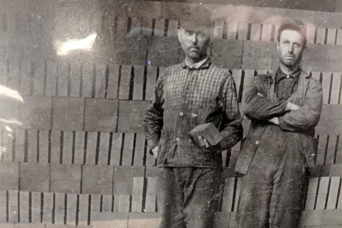 OLD WORKER'S PHOTO