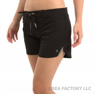 <img class='new_mark_img1' src='https://img.shop-pro.jp/img/new/icons24.gif' style='border:none;display:inline;margin:0px;padding:0px;width:auto;' />JETPILOT SO FIT LADIES BOARDSHORT(ブラック)