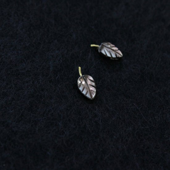 <img class='new_mark_img1' src='https://img.shop-pro.jp/img/new/icons14.gif' style='border:none;display:inline;margin:0px;padding:0px;width:auto;' />Art Jewelry Marble   葉っぱ [ P&E ]