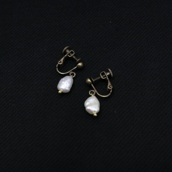 <img class='new_mark_img1' src='https://img.shop-pro.jp/img/new/icons14.gif' style='border:none;display:inline;margin:0px;padding:0px;width:auto;' />Art Jewelry Marble   バロック淡水パール [イヤリング]