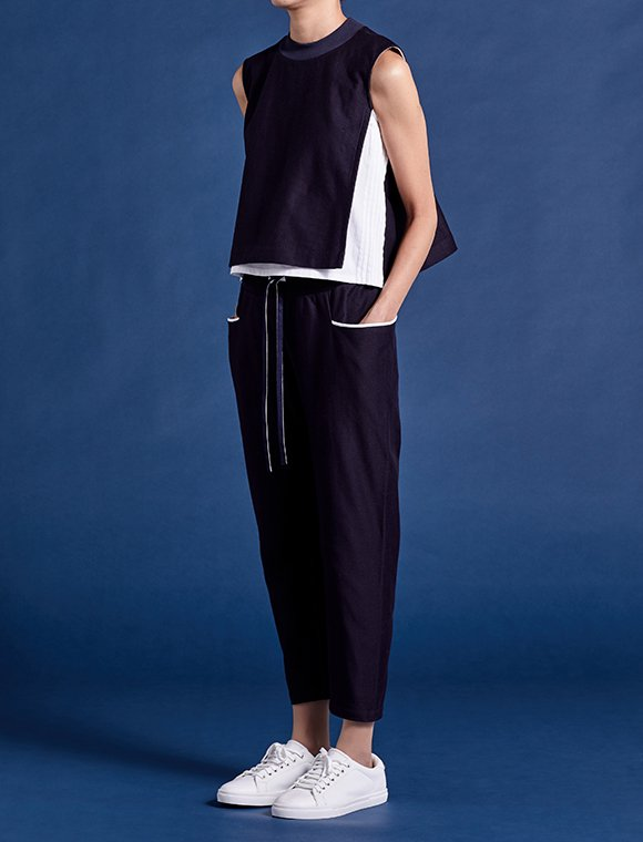 wrap tank top with pin-tucked lines -navy