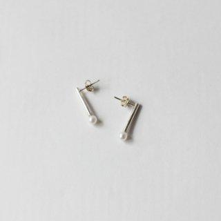 REBECCA GLADSTONE JEWELLERY/パールつきバーピアス(silver)