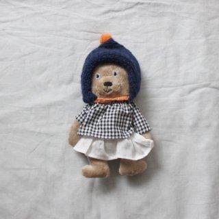 サリークシー/くまのぬいぐるみ(冬支度・ネイビーのポンポンニット帽)
