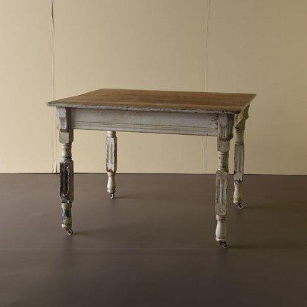 シャビーホワイトテーブル