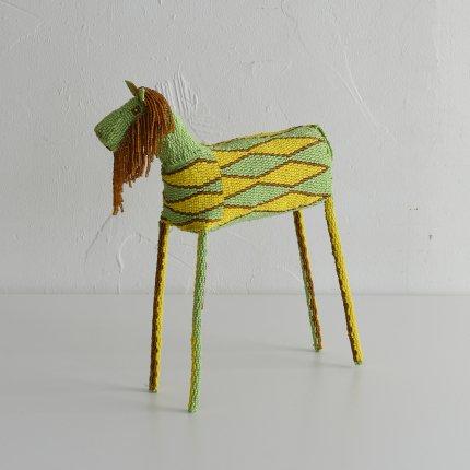 ビーズの馬の人形