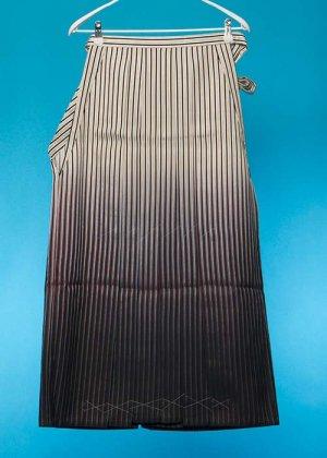 MH91-27男袴レンタル(身長170-175cm前後)黒と銀の縦縞ストライプ・濃いエンジぼかし
