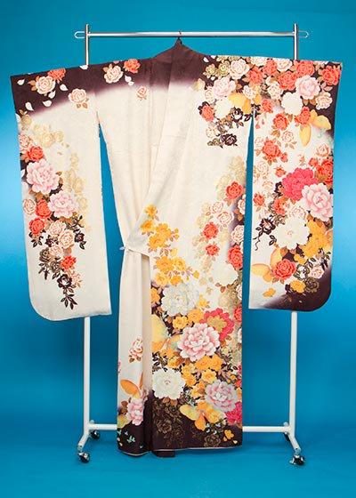 F663トール振袖レンタル 裄72(身長151-171ヒップ71-101) 白/紫色 牡丹と薔薇 金彩 [桂由美]