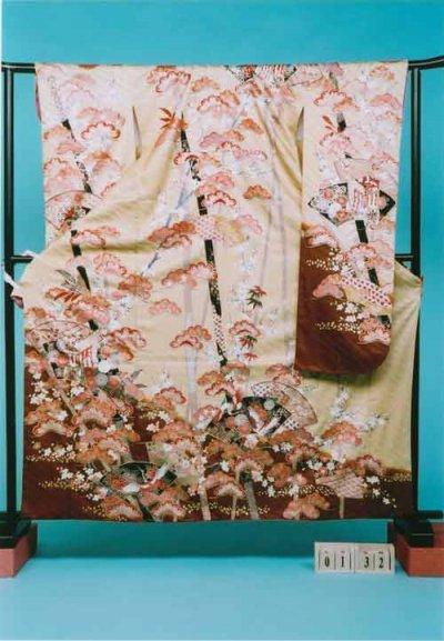 F132振袖レンタル 正絹 キャラメル色 松  末広