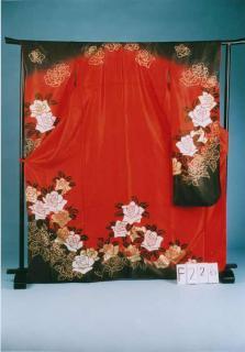 F226トール振袖レンタル裄70(身長150-170ヒップ72-102)赤ラメ/黒 薔薇