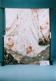 F240トール振袖レンタル 裄67(身長148-168ヒップ68-98)白系 古典柄 雪輪 しだれ桜 蝶