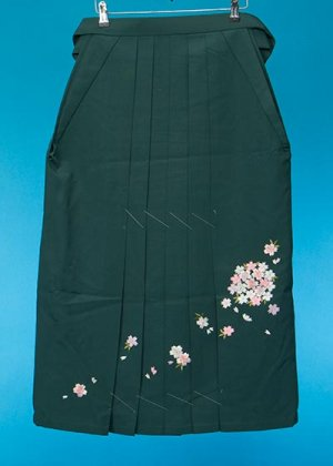 HA86-1女子袴レンタル(身長148-153) 濃い緑 桜の刺繍