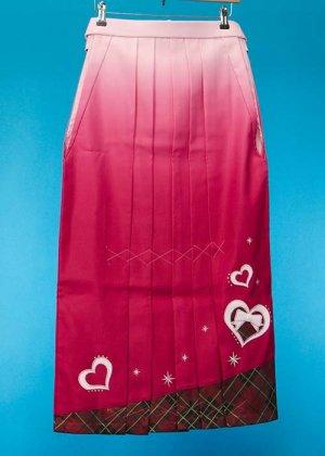 HA86-3ややワイド女袴レンタル(身長148-153ヒップ80-110) ピンクぼかし/裾チェック ハートにリボン  前幅広め