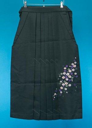 HA88-3ややワイド女子袴レンタル(身長150-155(ブーツの場合155-160)ヒップ70-110)濃緑 花 前幅広め