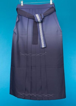 HA89-12ややワイド女子袴レンタル(身長153-158ヒップ70-110)水色グレー 濃淡ぼかし 前幅広め