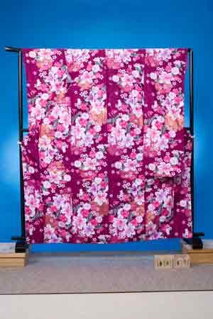 F407トール振袖レンタル 裄69(身長149-169ヒップ70-100)赤紫 百合と桜【新品未使用】