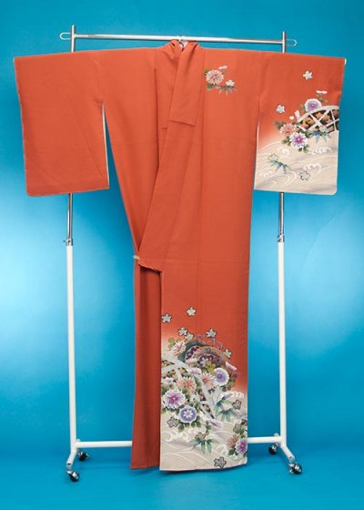 TS135裄短めトール訪問着レンタル 裄71(身長157-179ヒップ77-102)オレンジ系 明るいレンガ色 桜と菊【新品同様】