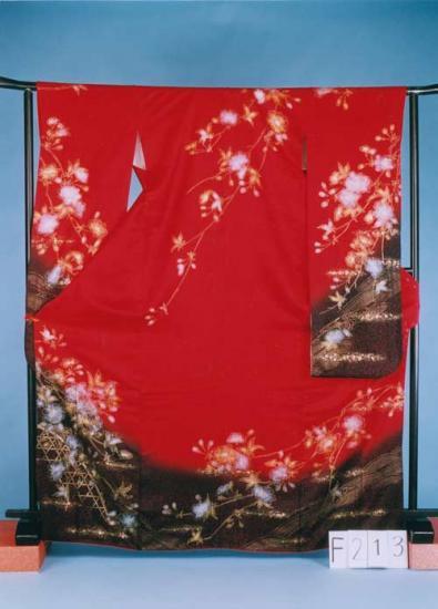 F213トール振袖レンタル裄69 (身長144-174ヒップ68-98) 正絹 赤系 薔薇 金彩 訳あり