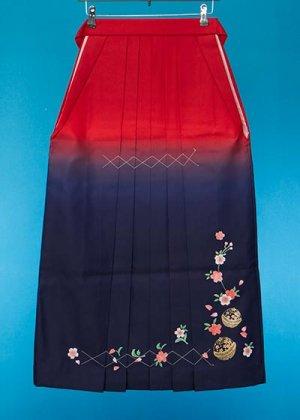 HA91-15女袴レンタル  (身長155-160 普通巾) 赤紺ぼかし 金彩 桜に鈴