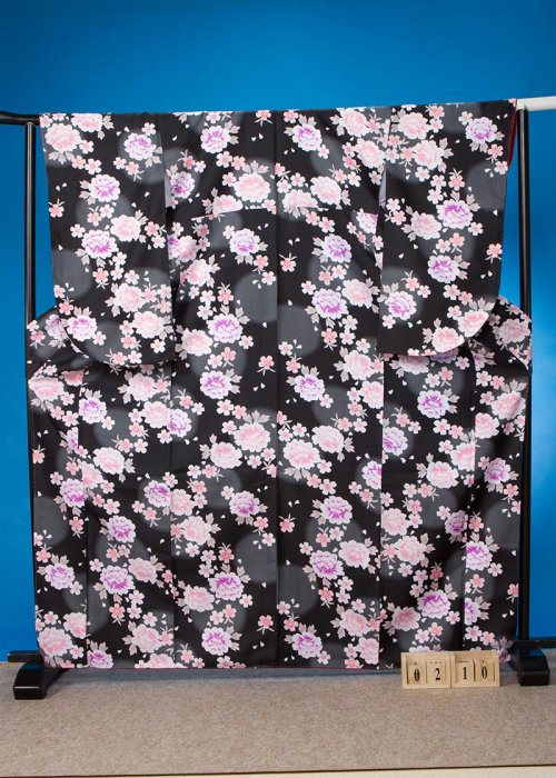 S210小振袖レンタル裄69(ヒップ70-100)黒 牡丹と桜
