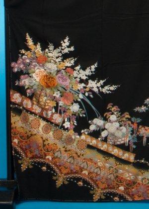 TK211トールワイド留袖レンタル裄72 (身長146-166ヒップ90-115)正絹 牡丹と花かご 刺繍 【仕立て直し後未使用】