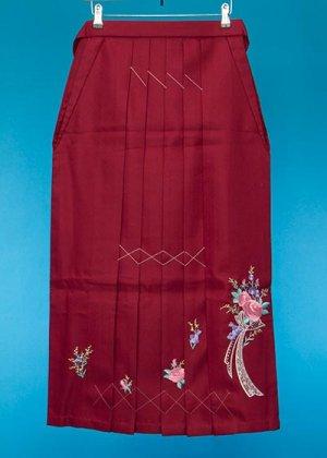 HA93-16ややワイド女袴レンタル(身長158-163ヒップ70-110) エンジ  ダイヤ薔薇 リボン刺繍   前幅広め