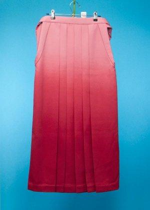 HA95-12ややワイド女袴レンタル(身長160-165(ブーツの場合165-170)ヒップ70-110) 日本製  ピンク赤ぼかし[ひさかたろまん]前幅広め