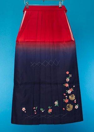 HA96-5女袴レンタル  (身長163-168普通巾)  赤紺ぼかし 金彩 桜に鈴