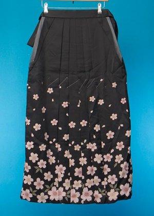 HA96-8女袴レンタル  (身長163-168 普通巾)  黒系 桜模様 友禅