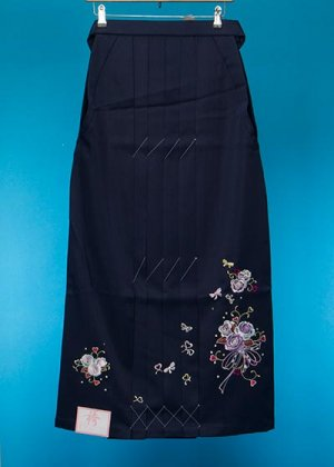 HA99-20トール女袴レンタル(紐下99身長165-170 普通巾)紺 薔薇の刺繍