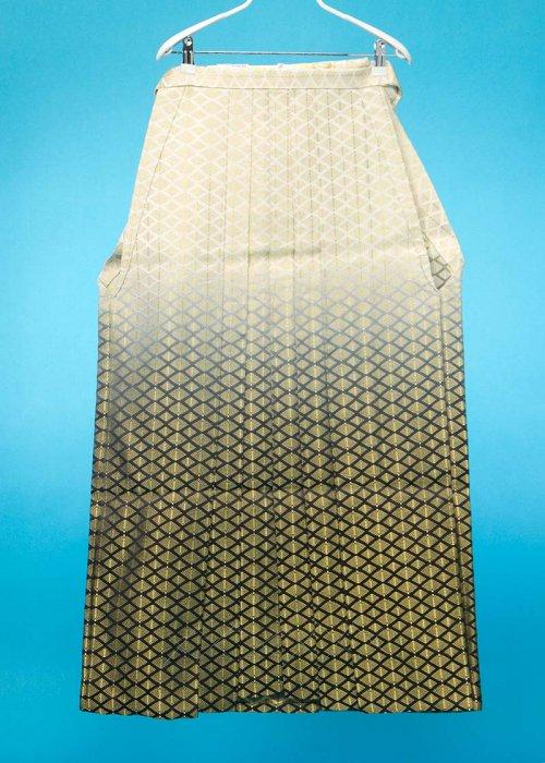 MH93-16男袴レンタル(身長170-175cm前後)白に金の菱模様 黒ぼかし
