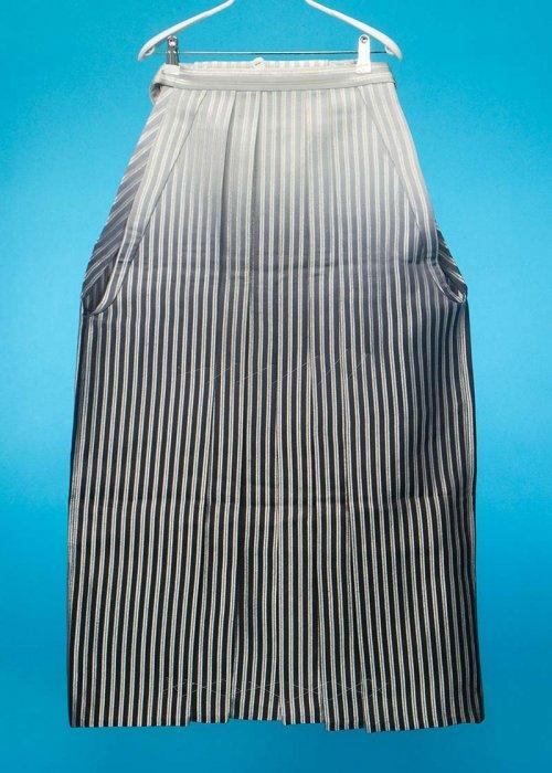 MH95-10男袴レンタル(身長175-180cm前後)銀ストライプ 黒ぼかし