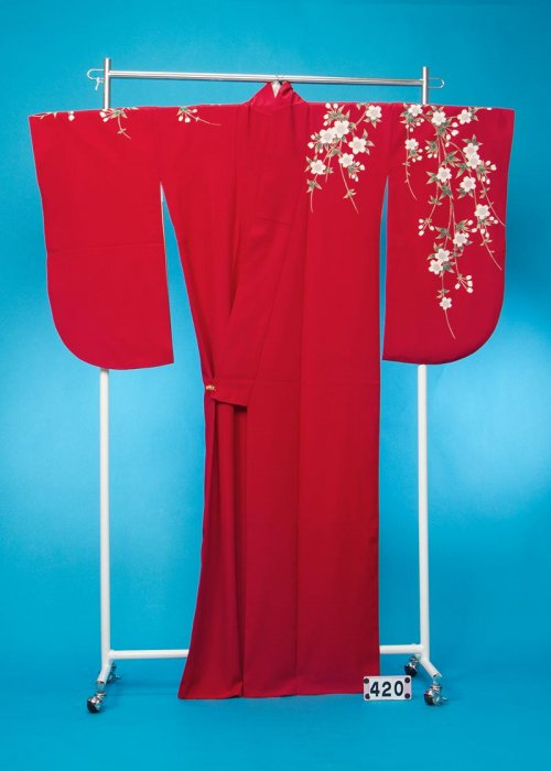 S420小振袖レンタル(裄70ヒップ71-101) 暗めの濃い赤無地 ワンポイントしだれ桜