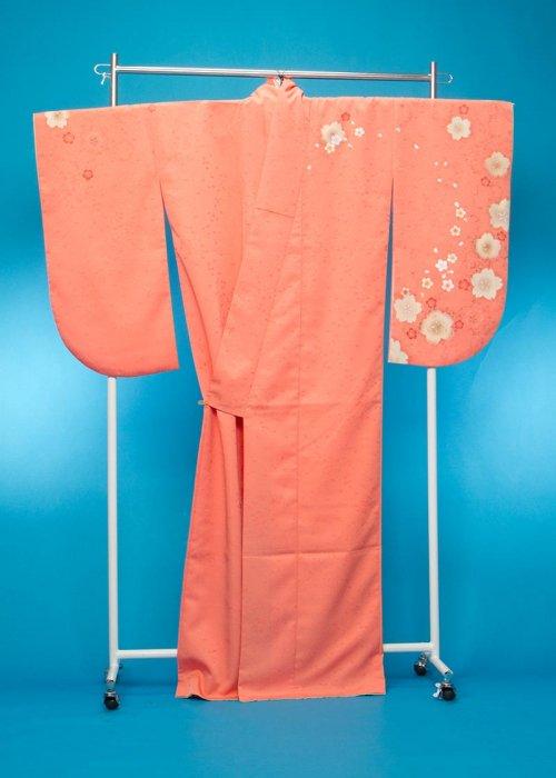 S422小振袖レンタル(裄69ヒップ72-102)サーモンオレンジ ピンクがかったオレンジ色