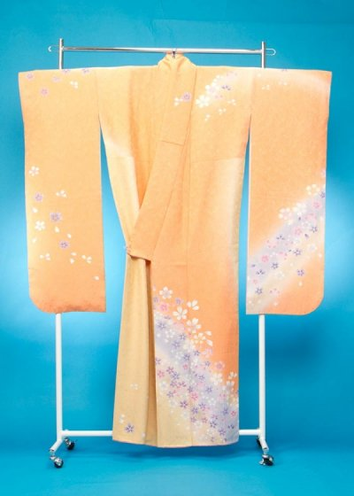 F605振袖レンタル 裄71(身長145-165ヒップ75-105) 明るいオレンジ/黄色系