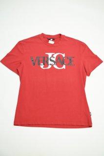ヴェルサーチ ジーンズクチュール ロゴプリントTシャツ (レッド)<BR>VERSACE JEANS COUTURE LOGO PRINT T-SHIRT (RED)