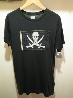 <img class='new_mark_img1' src='//img.shop-pro.jp/img/new/icons21.gif' style='border:none;display:inline;margin:0px;padding:0px;width:auto;' />DENIM & SUPPLY SKULL PATCH TEE (BLACK)