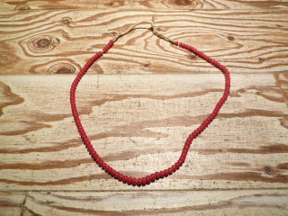 WHITE HEARTS BEADS NECKLACE (RED)