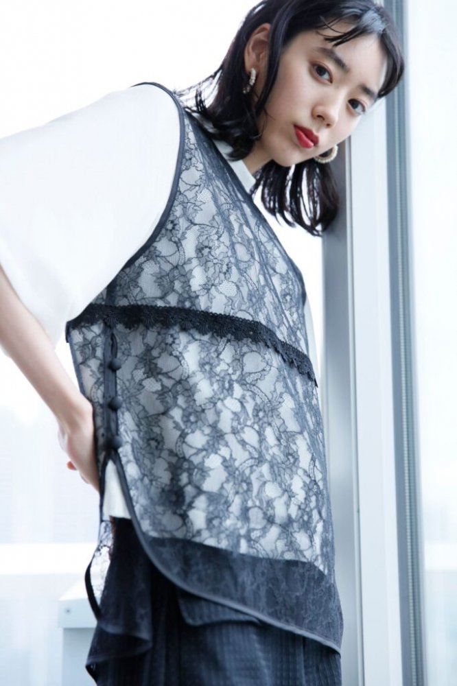 <img class='new_mark_img1' src='https://img.shop-pro.jp/img/new/icons14.gif' style='border:none;display:inline;margin:0px;padding:0px;width:auto;' />Arobe / アローブ Lace Giles Blouse