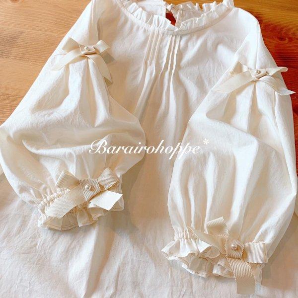 リボンが咲いたぽっこり袖のブラウス(アイボリー)六~七分袖
