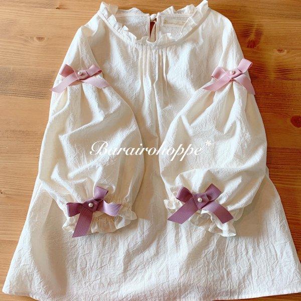 リボンが咲いたぽっこり袖のブラウス(ピンクパープル)六~七分袖