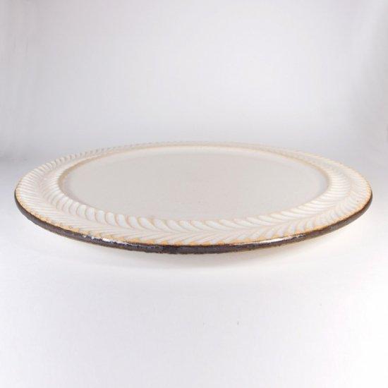 はしもとさちえ│8寸リム皿(白・彫)